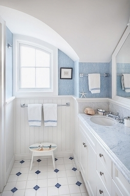 beautiful-small-bathroom-designs-white-wainscoting-panels-blue-wall-color[1].jpg